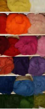 Ovčí vlna merino barvená mykaná - středně jemná - různé barvy - 10g
