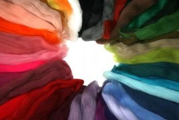 DOBRODĚJ Ovčí vlna merino barvená česaná 200 g - mix 40 barev