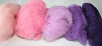 DOBRODĚJ Ovčí vlna barvená mykaná 20 g - mix 5 růžových barev