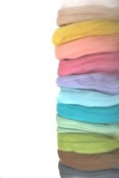DOBRODĚJ Ovčí vlna merino barvená česaná 50g - mix 12 barev jemně pastelových