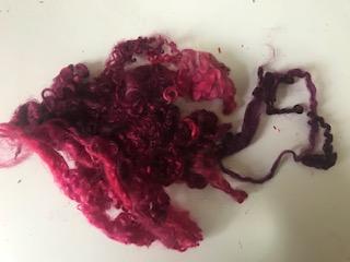 "Ovčí vlna barvená ""Růže"" - vlnitá - 1 g"