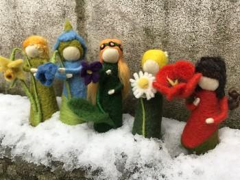 """Workshop """"Fialka a Pampeliška"""" květinové panenky z ovčího rouna, 14. 3. 2019, 18.30 - 21.00"""
