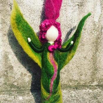 DOBRODĚJ Tulipka - filcovaná květinová panenka