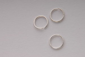 BN Kroužek spojovací cca 8 x 1,5 mm - stříbro